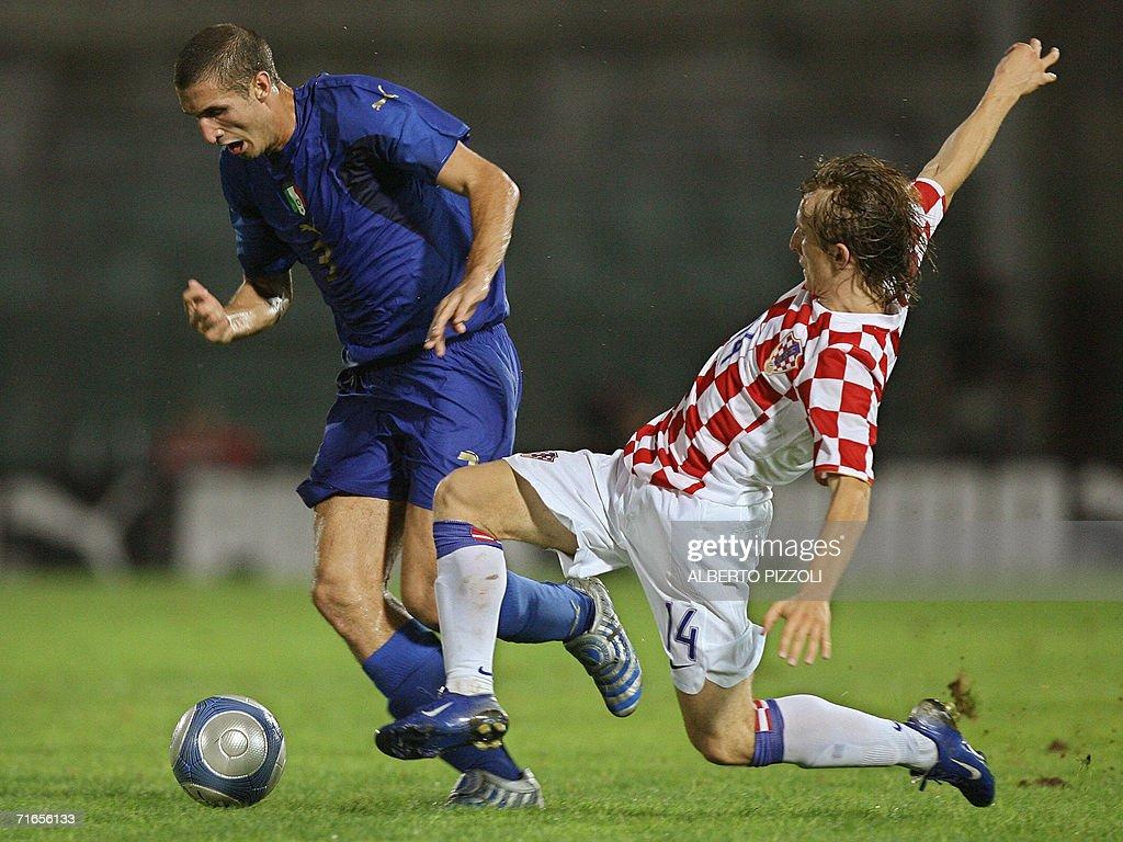 Italian defender Giorgio Chiellini R i