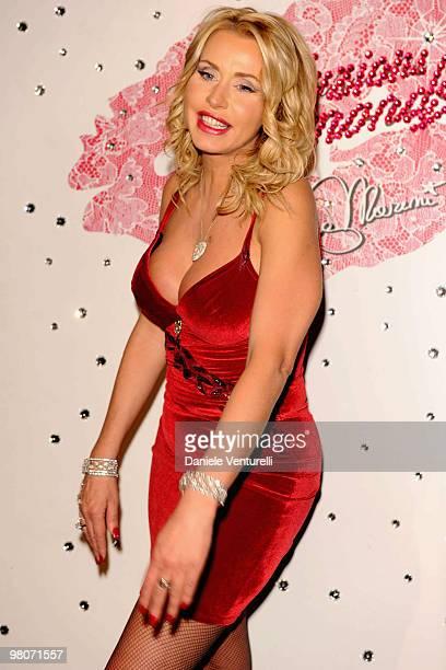 Selfie Valeria Marini  nude (31 fotos), YouTube, underwear