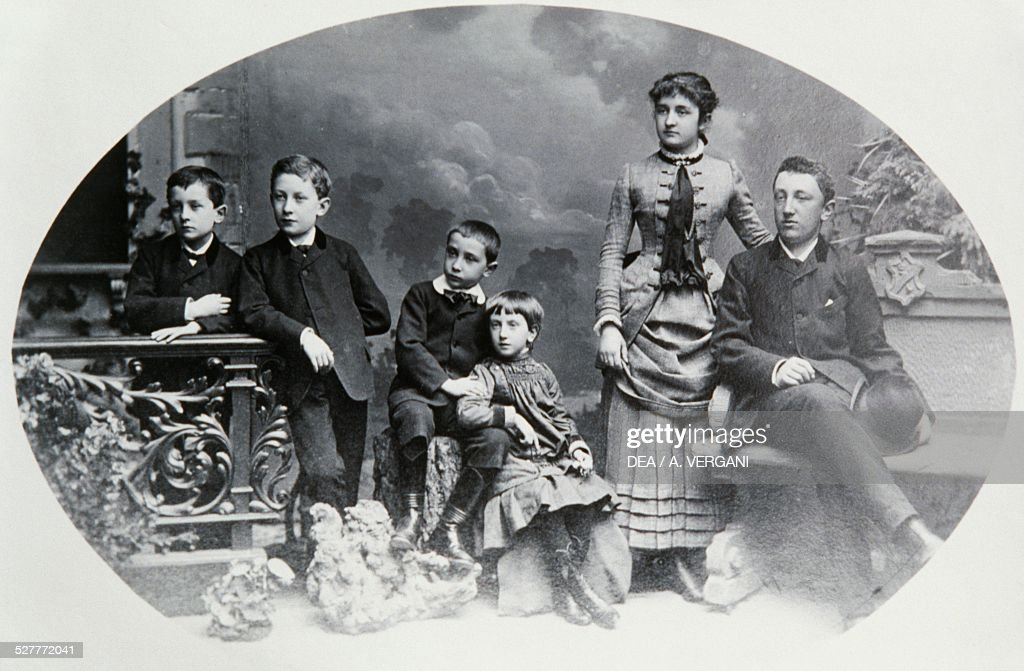 Italian family at the beginning of 20th century photograph Italy 20th century