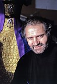 Italian fashion designer gianni versace photographed in new york city picture id481637255?s=170x170