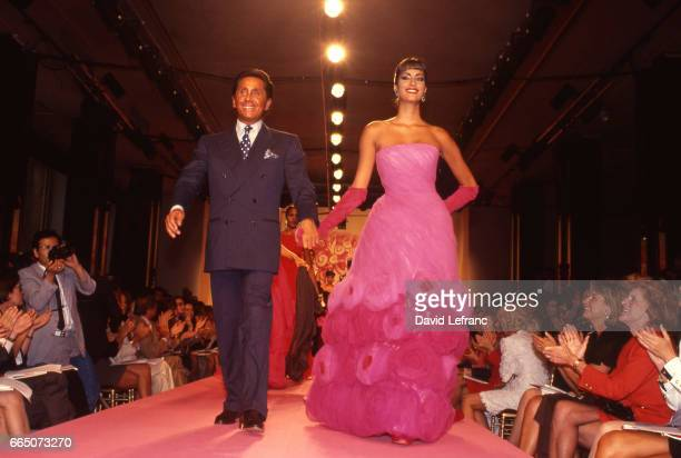 Italian fashion designer Valentino Garavani with Canaduab model Yasmeen Ghauri during his Fall Winter 19911992 fashion show