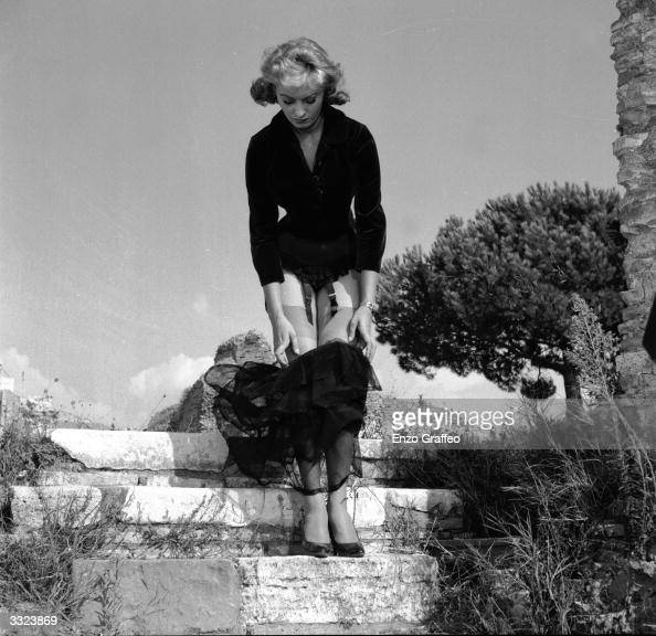 Italian film actress Sophia Loren on location at Ostia Antica for the filming of 'La Fortuna di Essere Donna'