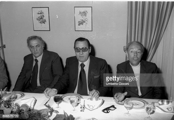 Italian film director Federico Fellini in restaurant with actor Alberto Sordi and Italian screenwriter and film director Gian Luigi Rondi Rome 1977