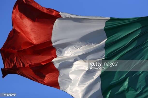 Bandiera italiana nel vento