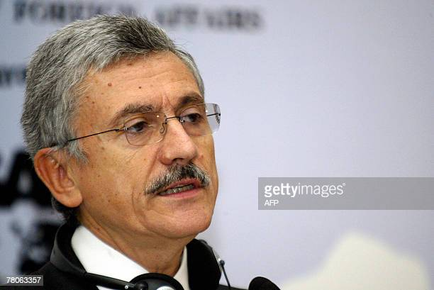 Italian Foreign Minister Massimo D'Alema speaks during a press conference after '4th edition of TurkIta Forum' in Istanbul 22 November 2007 Italy...