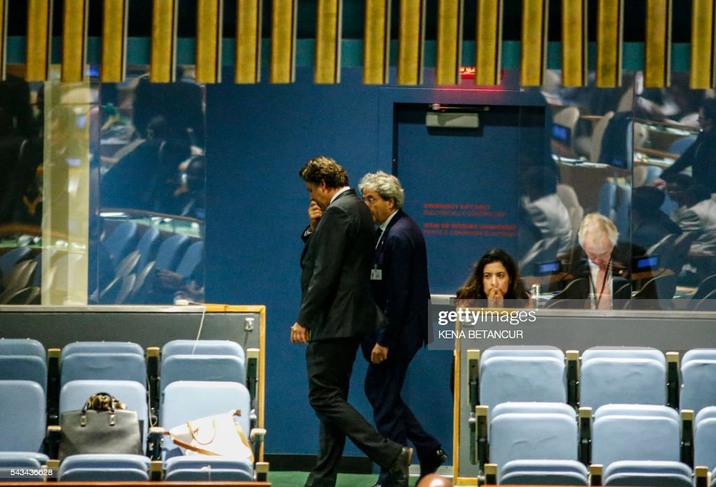 Italian Foreign Minister Paolo Gentiloni (R) and Dutch Foreign Minister Bert Koenders (L) leave from the general assembly room after the fourth round of voting in the election of five non-permanent members of the Security Council at the United Nations in New York on June 28, 2016. / AFP / KENA
