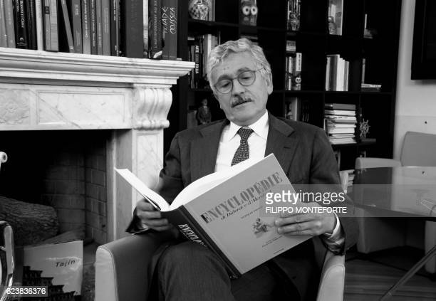 Italian former Prime Minister Massimo D'Alema poses after an interview on November 15 2016 in Rome / AFP / FILIPPO MONTEFORTE