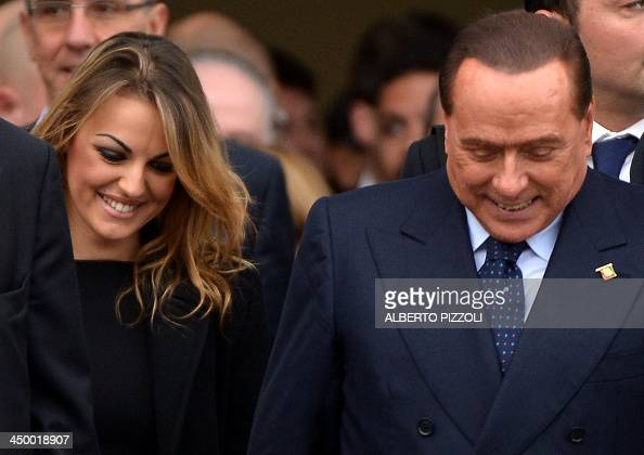 Pescul Italy  city photos : Italian former Prime Minister Silvio Berlusconi flanked by his ...