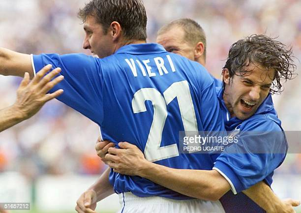 Italian forward Christian Vieri jubilates after scoring during the1998 Soccer World Cup group B first round match between Italy and Austria 23 June...