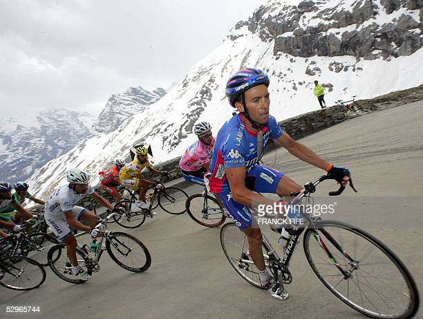 Italian GIlberto Simoni leads Paolo Savoldelli and Danilo Di Luca in the 14th stage of the Giro cycling Tour of Italy between Egna/Neumarkt and...
