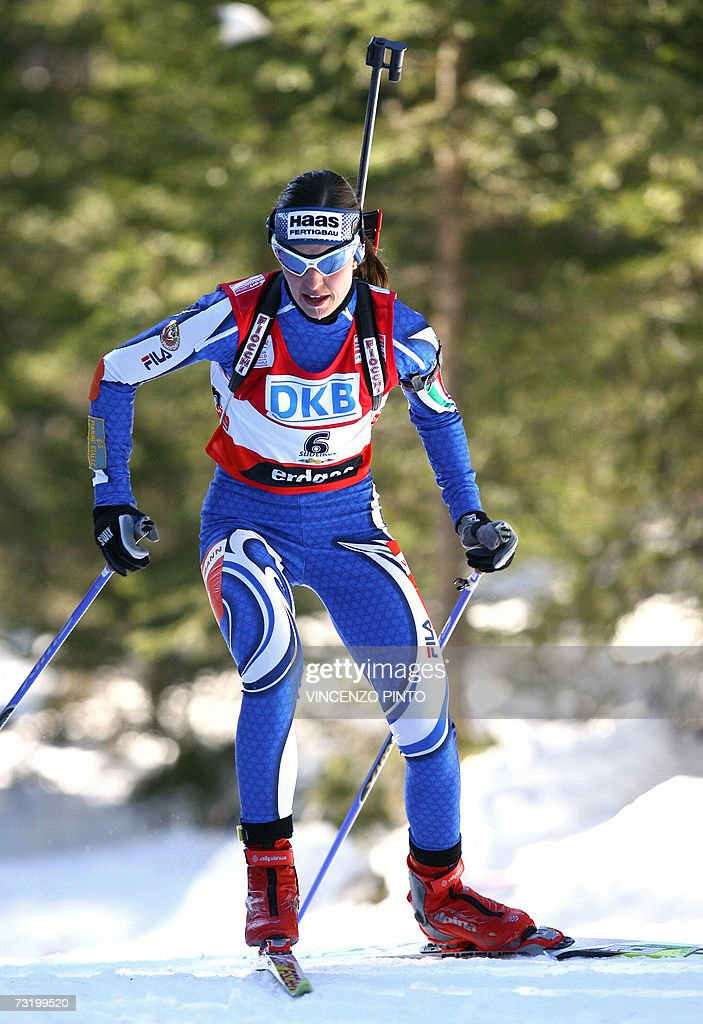 Italian Michela Ponza competes Women's 10 km pursuit race of the Biathlon World Championship in Anterselva 04 February 2007 German Magdalena Neuner...