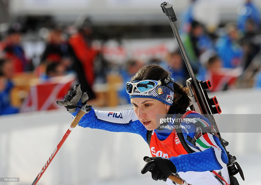 Italian Michela Ponza leaves the shooting area during the Women World Cup Biathlon's 12.5 km mass start 20 January 2008 in Anterselva. German Andrea Henkel won the race ahead of Anna Carin Olofsson of Sweden and compatriot Kati Wilhelm. Ponza paced 7th.