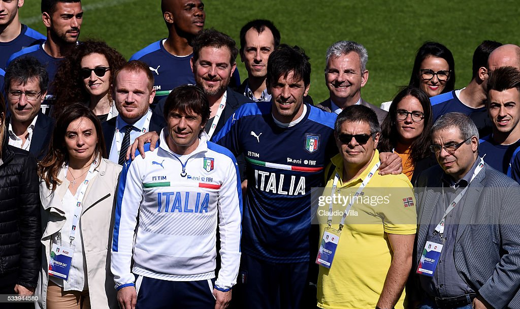 Italian national team head coach <a gi-track='captionPersonalityLinkClicked' href=/galleries/search?phrase=Antonio+Conte&family=editorial&specificpeople=2379002 ng-click='$event.stopPropagation()'>Antonio Conte</a> (L) and <a gi-track='captionPersonalityLinkClicked' href=/galleries/search?phrase=Gianluigi+Buffon&family=editorial&specificpeople=208860 ng-click='$event.stopPropagation()'>Gianluigi Buffon</a> prior to the Italy training session at the club's training ground at Coverciano on May 24, 2016 in Florence, Italy.