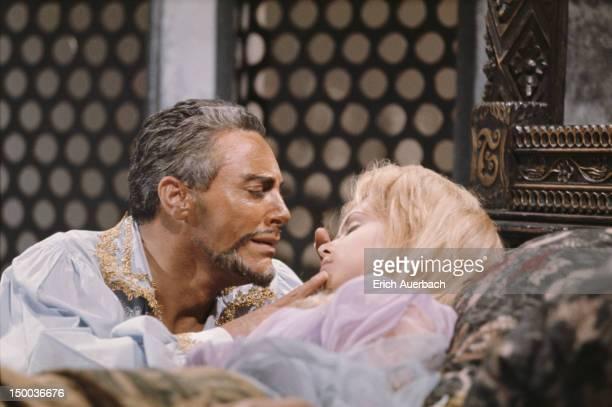 Italian operatic tenor Mario del Monaco in his trademark role as Othello in Verdi's 'Otello' circa 1965