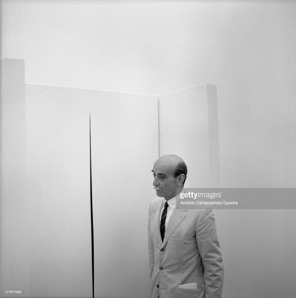 Italian painter <a gi-track='captionPersonalityLinkClicked' href=/galleries/search?phrase=Lucio+Fontana&family=editorial&specificpeople=827690 ng-click='$event.stopPropagation()'>Lucio Fontana</a> at the Biennale, 1966.