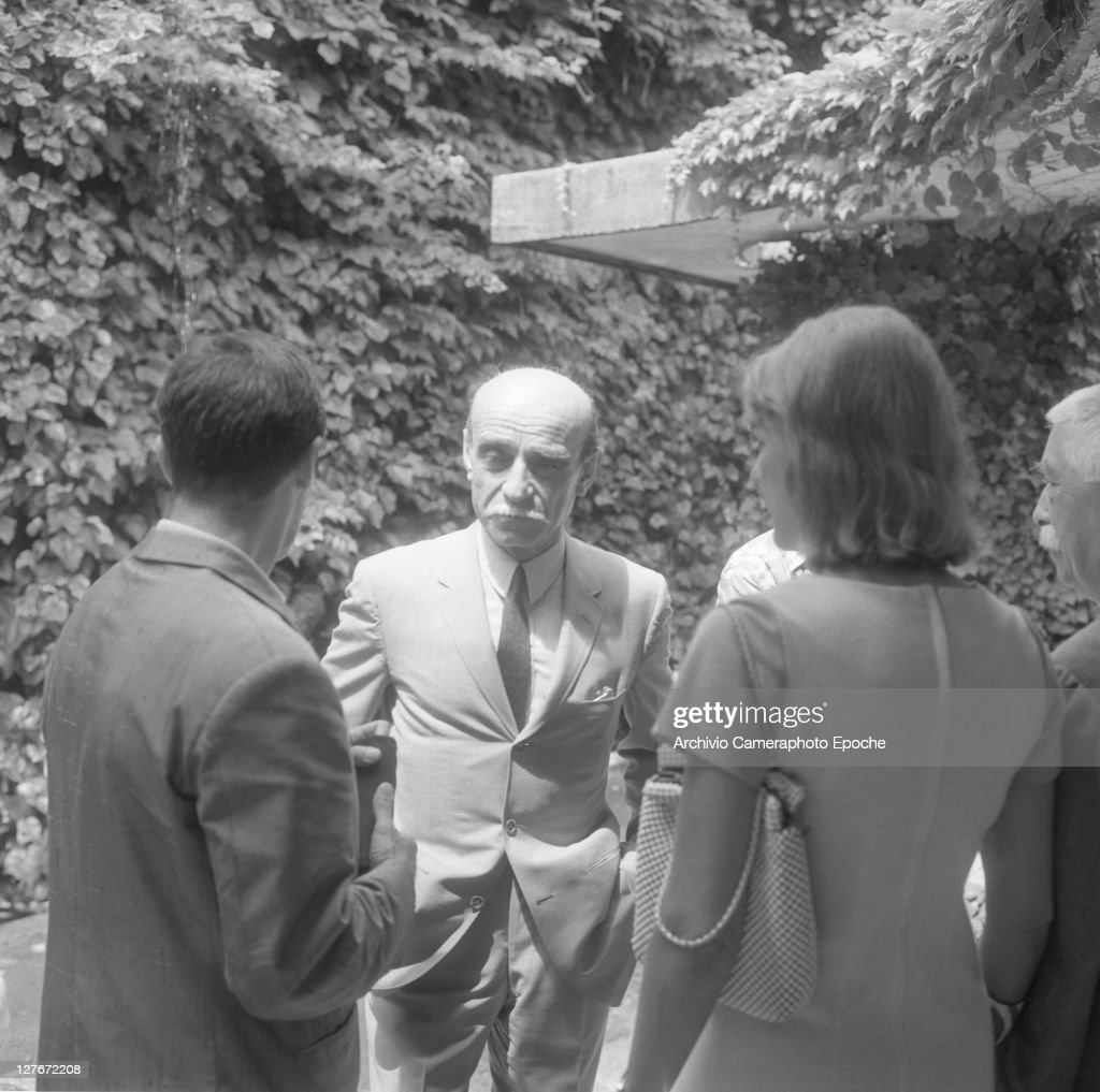 Italian painter <a gi-track='captionPersonalityLinkClicked' href=/galleries/search?phrase=Lucio+Fontana&family=editorial&specificpeople=827690 ng-click='$event.stopPropagation()'>Lucio Fontana</a> during the Art Biennale, Venice, 1966.