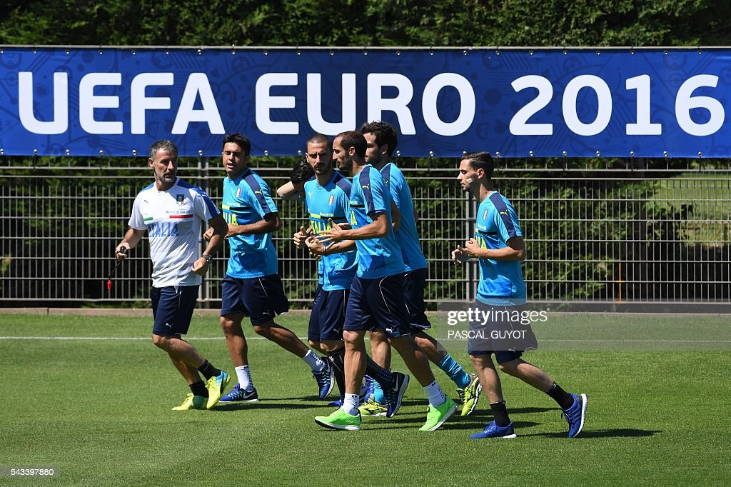 Italian players attend a training session at their training ground in Montpellier on June 28, 2016 during the Euro 2016 football tournament. / AFP / PASCAL