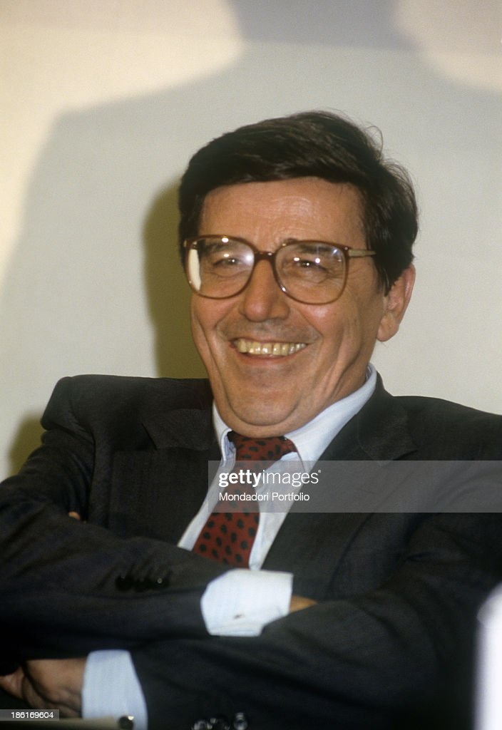 Italian politician and union organizer Vincenzo Scotti laughing with folded arms. 1980s. - italian-politician-and-union-organizer-vincenzo-scotti-laughing-with-picture-id186169604