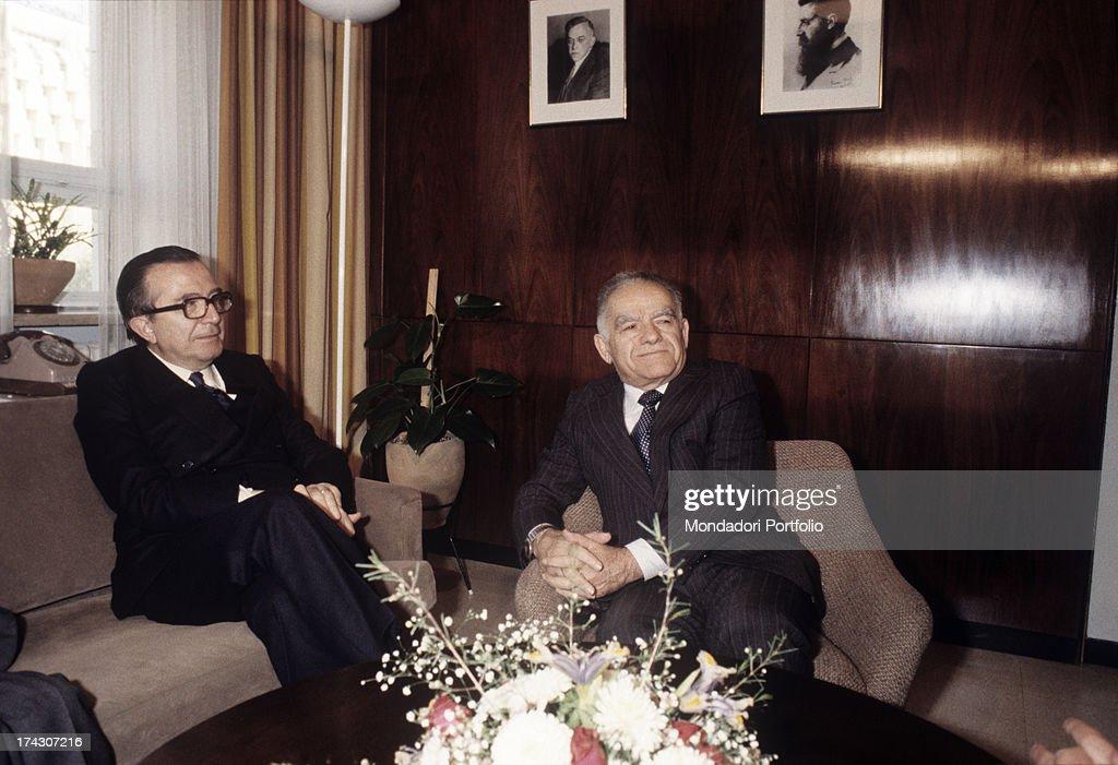 Italian politician Giulio Andreotti sitting with Israeli politician Yitzhak Shamir. 1980s.