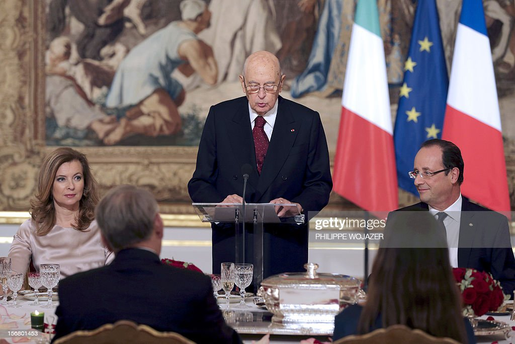 Italian President Giorgio Napolitano (C) delivers a speech as French President Francois Hollande (R) and his companion Valerie Trierweiler (L) listen during a state dinner at the Elysee Palace in Paris, on November 21, 2012. President Napolitano is on a two-day state visit in Paris.