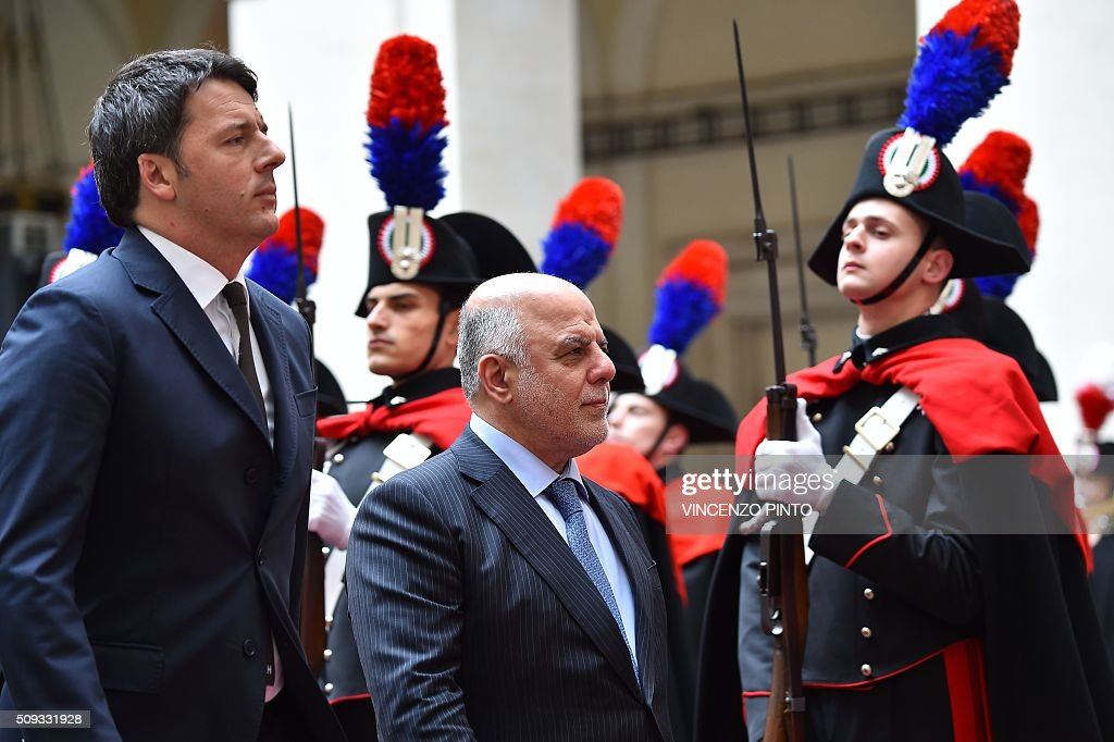 Italian Prime Minister Matteo Renzi (L)and Iraq's Prime Minister Haider al-Abadi review a guard of honor before their meeting on February 10, 2016 at the Palazzo Chigi in Rome. / AFP / VINCENZO PINTO