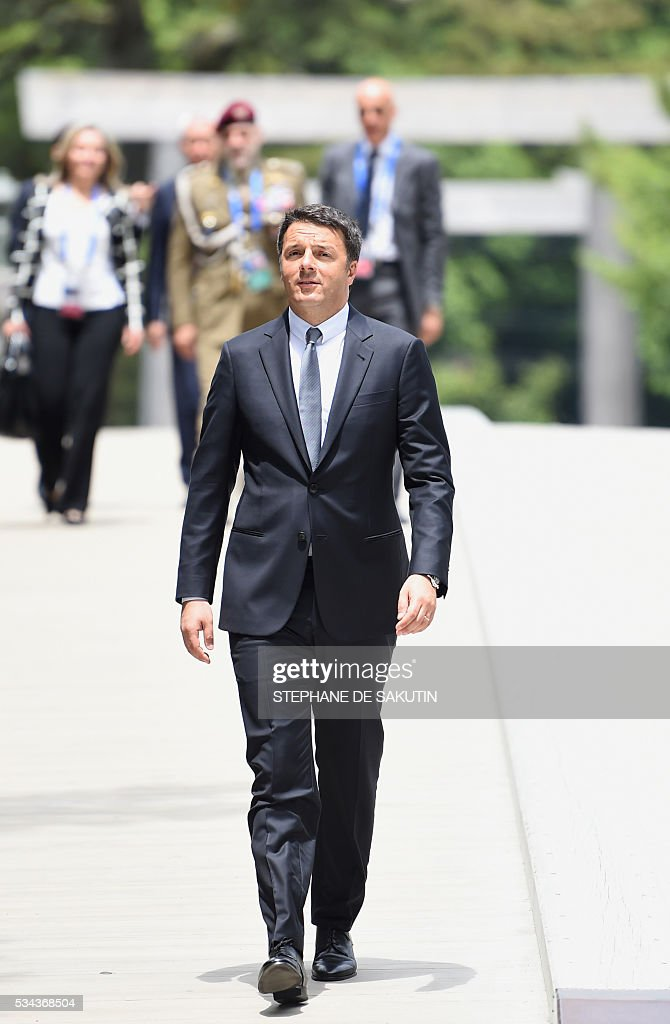 Italian Prime Minister Matteo Renzi arrives at Ise-Jingu Shrine in the city of Ise in Mie prefecture, on May 26, 2016, on the first day of the G7 leaders summit. World leaders kicked off two days of G7 talks in Japan on May 26 with the creaky global economy, terrorism, refugees, China's controversial maritime claims, and a possible Brexit headlining their packed agenda. / AFP / STEPHANE