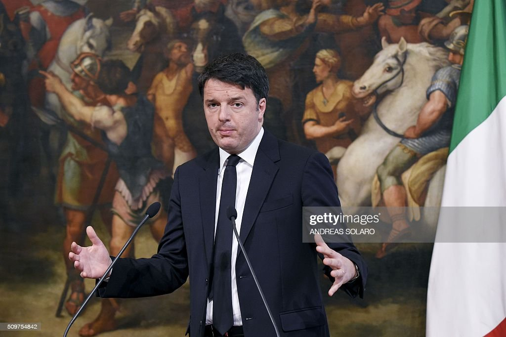 Italian Prime Minister Matteo Renzi attends a joint press conference with the President of the European Parliament, at the Palazzo Chigi on February 12, 2016 in Rome. / AFP / ANDREAS SOLARO