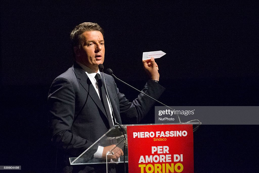 Italian Prime Minister Matteo Renzi speaks in Turin to support the Mayor Piero Fassino in the next election, on May 30, 2016.