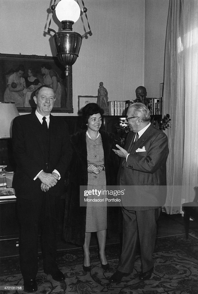 Italian publisher Arnoldo Mondadori talking to American photographer Margaret Bourke White in his study. Beside her, her husband and American writer Erskine Caldwell who signed the contractor the Oscar edition of the novel Claudelle Inglish. Milan, December 1965 (Photo by Sergio del Grande\Mondadori Portfolio via Getty Images)'