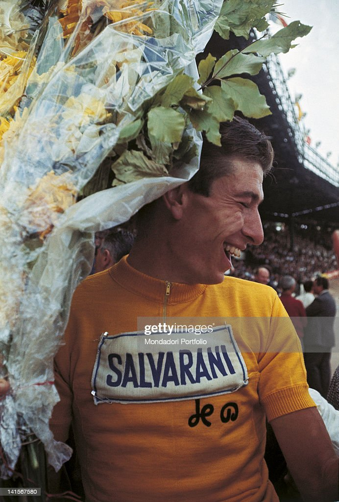 Italian racing cyclist of the Salvarani team and 52th Tour de France leading athlete Felice Gimondi wearing the yellow jersey at the Parc des Princes stadium. Paris, 14th July 1965