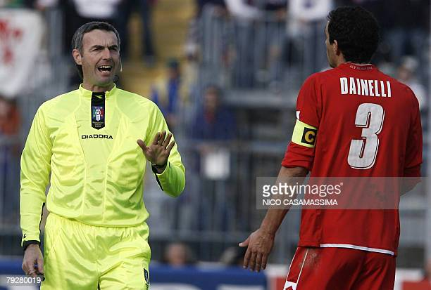 Italian referee Stefano Farina argues with Fiorentina's Dario Dainelli The Italian referee has today annulled three scores at Fiorentina team during...