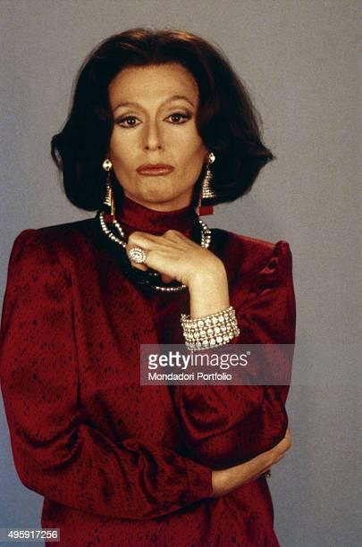 Italian showgirl Loretta Goggi mimicing Italian actress Sophia Loren 1984