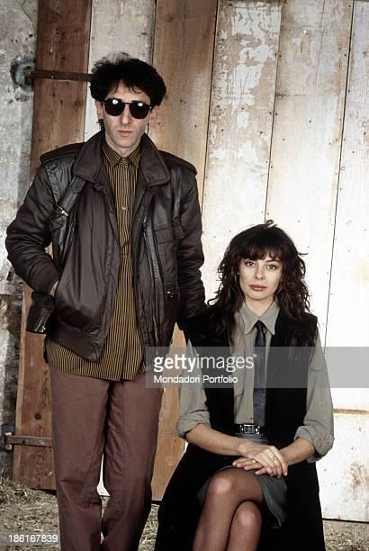 Italian singersongwriter Alice sitting beside Italian singersongwriter and director Franco Battiato wearing a pair of sunglasses 1984