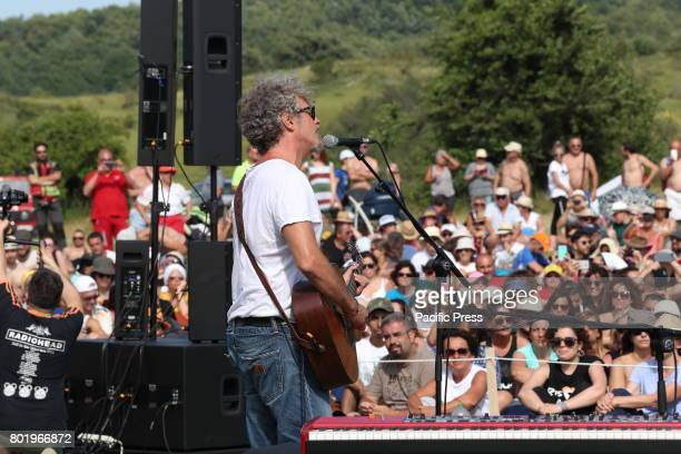 Italian singersongwriter Niccolò Fabi in concert accompanied by the music group 'Gnu Quartet' in a clearing near Spelonga Arquata del Tronto for the...