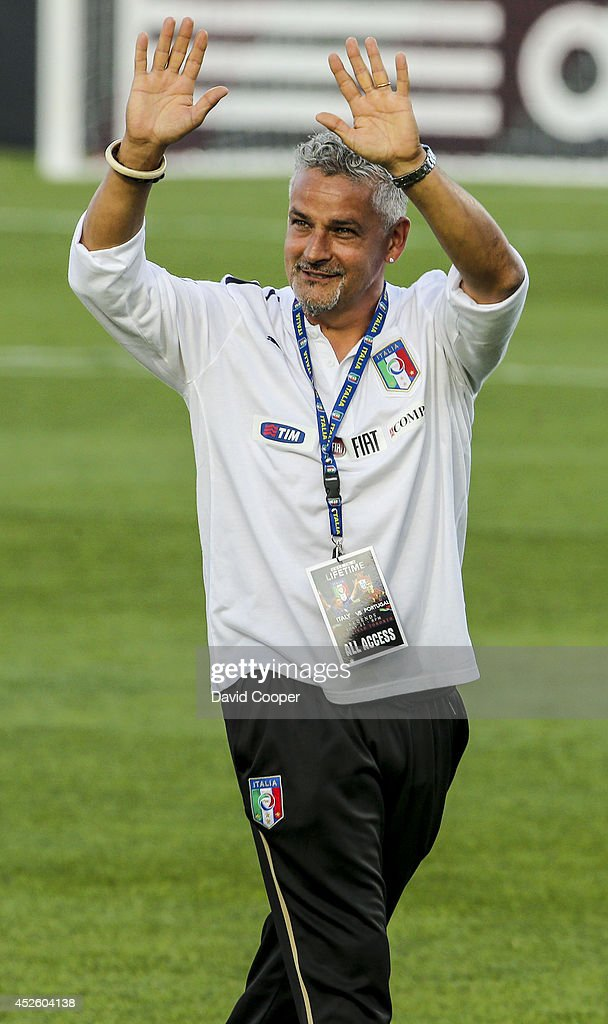 Italian soccer star <a gi-track='captionPersonalityLinkClicked' href=/galleries/search?phrase=Roberto+Baggio&family=editorial&specificpeople=216586 ng-click='$event.stopPropagation()'>Roberto Baggio</a> waves to the crowd as the teams come onto the field (he didn't play due to an injury) for the Italy vs Portugal Legends game at BMO Field July 21, 2014.