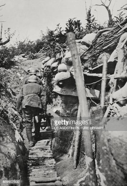 Italian soldiers in the walkways of Mount Podgora during the Battle of Gorizia Italy World War I from Illustrazione Italiana Year XLIII No 34 August...