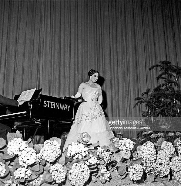 Italian soprano Renata Tebaldi getting the applauses on stage after her concert at Sistina theatre Rome