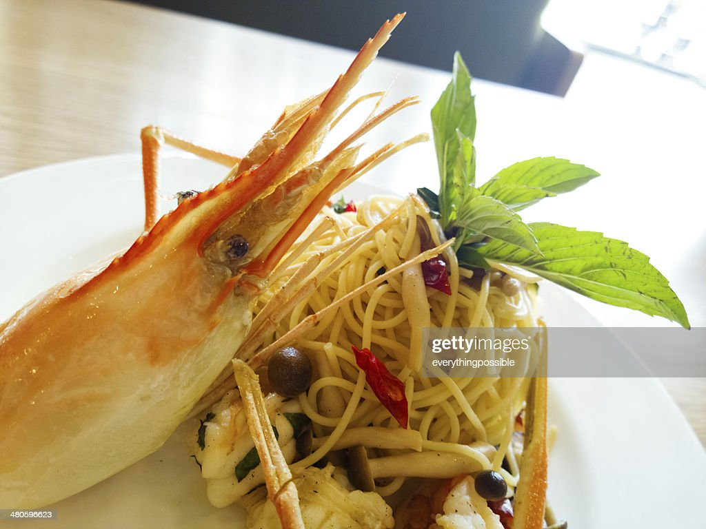 italian spaghetti pasta and fresh spicy shrimps sauce on wooden : Stock Photo