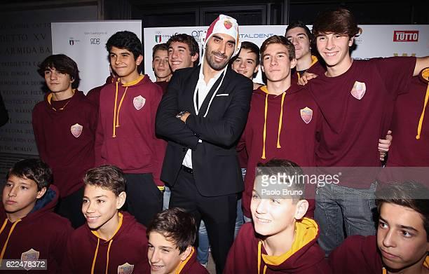 Italian Swimming champion Filippo Magnini poses with the children during the Winning Attitude Award ceremony at Villa Carpegna on November 11 2016 in...