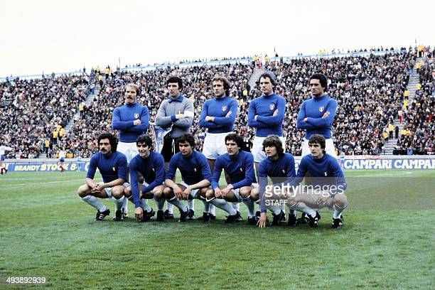 Italian Team pose before during the World Cup first round soccer match between Italy and France 02 June 1978 in Mar del Plata 1st row Franco Causio...