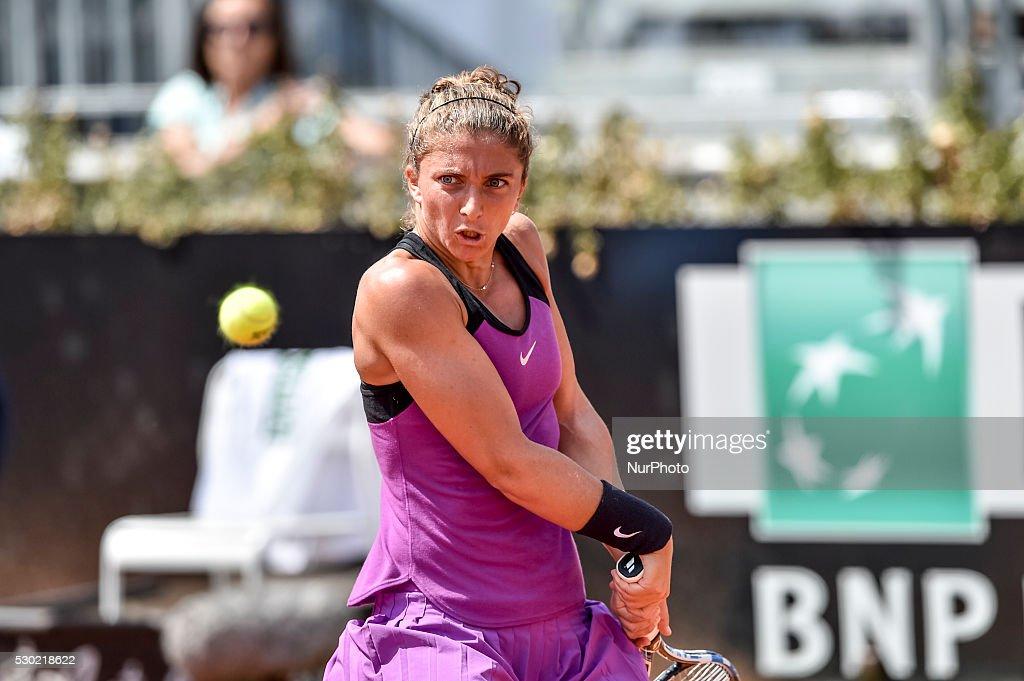 Italian tennis player Sara Errani during the WTA match Errani returns the ball to british tennis player Heather Watson during the WTA match Errani vs...