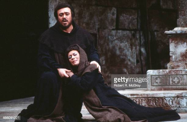 Italian tenor Luciano Pavarotti and American mezzosoprano Shirley Verrett perform in the Metropolitan Opera production of 'La Favorita' February 17...