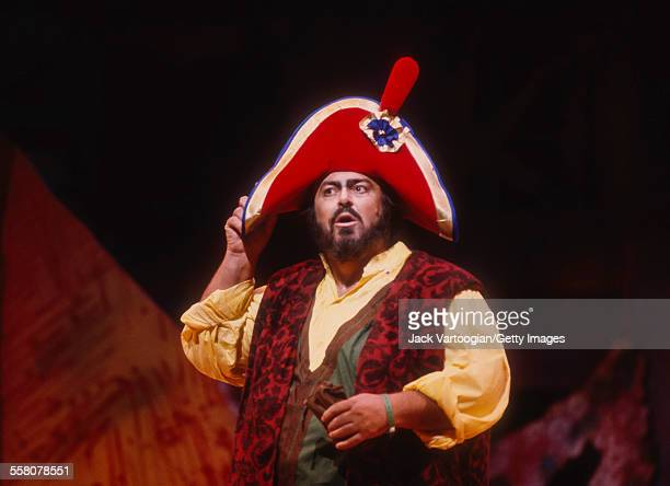 Italian tenor Luciano Pavarotti performs in the Metropolitan Opera/John Copley production of 'l'Elisir d'Amore' at the final dress rehearsal prior to...