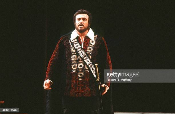Italian tenor Luciano Pavarotti performs in the Metropolitan Opera production of 'La Favorita' February 17 1978