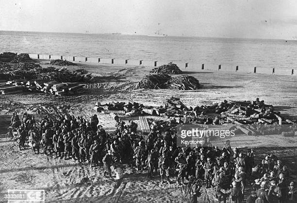 Italian troops land on the Greek island of Corfu