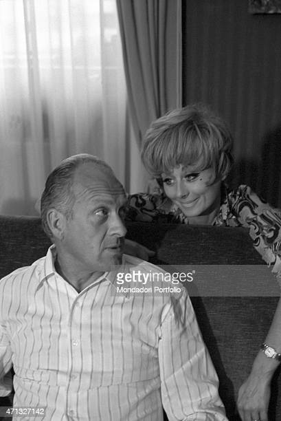 Italian TV artist Sandra Mondaini looking at her husband Raimondo Vianello 1967