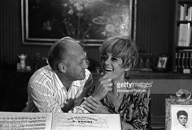 Italian TV artists Raimondo Vianello and Sandra Mondaini joking together 1967