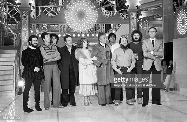 Italian TV host Pippo Baudo posing with the cast of the TV show Luna Park In the picture from the left Lello Arena Tullio Solenghi Massimo Troisi...