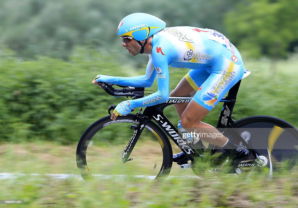 Italian Vincenzo Nibali rides during the 55,5kms eigth stage of the 96th Giro d'Italia time trial from Gabicce Mare to Saltara on May 11, 2013 in Saltara, Italy.Briton Alex Dowsett took the honours ahead of compatriot Bradley Wiggins in the Tour of Italy's eighth stage time trial on Saturday with Italian Vincenzo Nibali inheriting the leader's pink jersey.