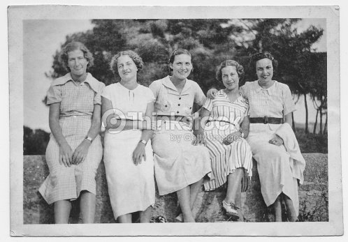 Italian women friends in 1934 : Stock Photo